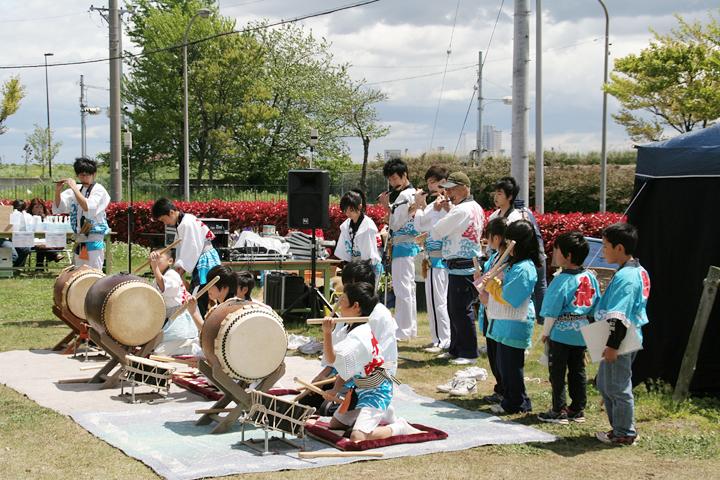 神楽保存会による笛と太鼓の演奏