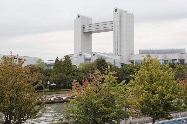 熱田神宮公園側から見た名古屋国際会議場