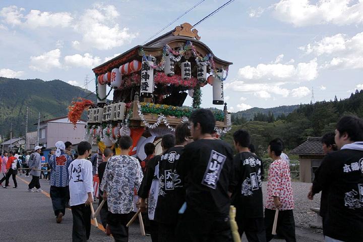 本郷まつりの山車(東栄町役場前)
