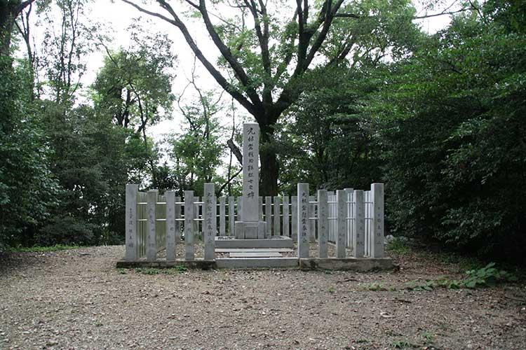 丸根砦跡碑