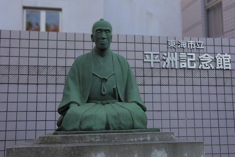 江戸時代の学者 細井平洲像