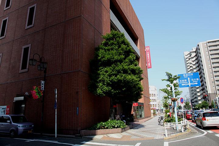 一宮城跡(三菱東京UFJ銀行前)