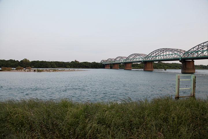 渡し付近の木曽川
