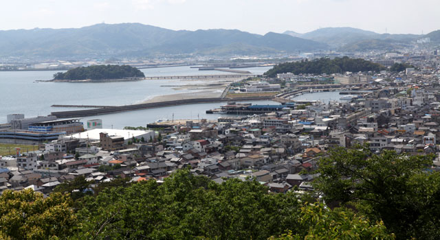 蒲郡市街と竹島