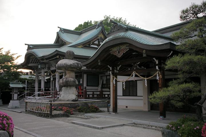 植田神社拝殿