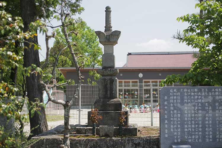 四郷村 飯野八兵衛一揆の供養塔