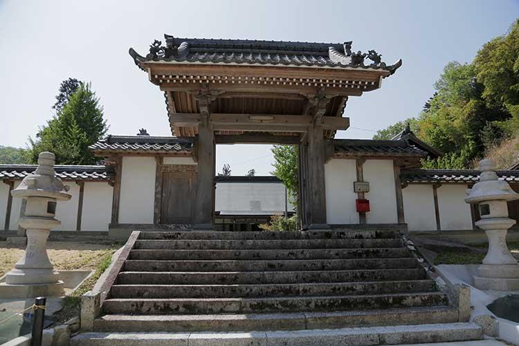 増慶寺山門