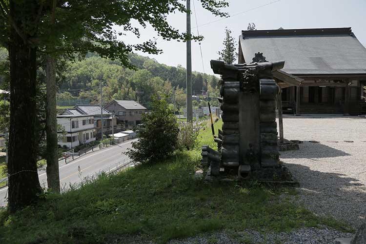 増慶寺境内から見た飯田街道