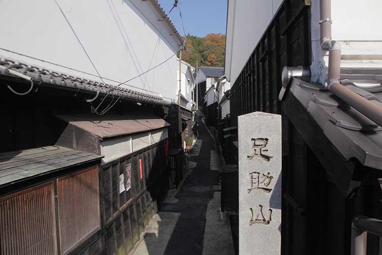 宗恩寺参道(マンリン書店横)