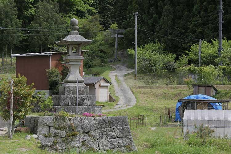 明川-熊野神社と常夜灯