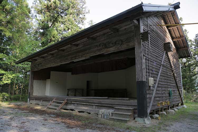 誓約神社境内の農村舞台