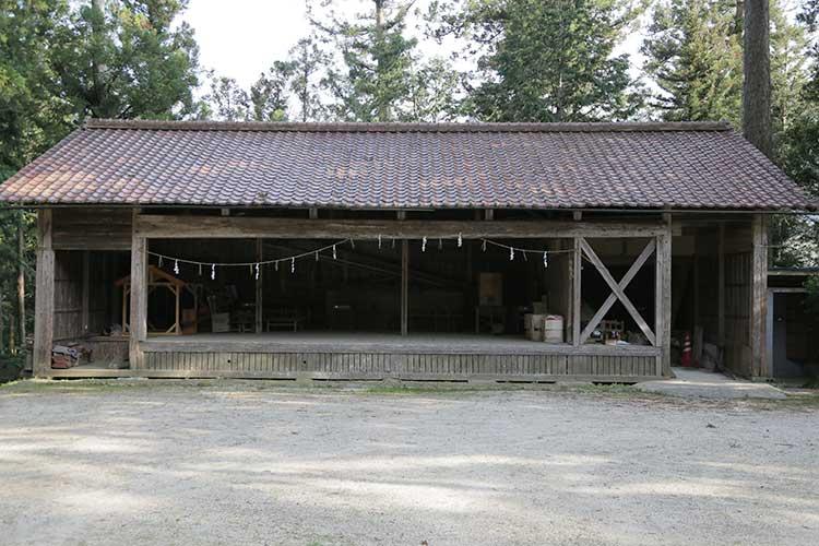 熊野神社境内の農村舞台