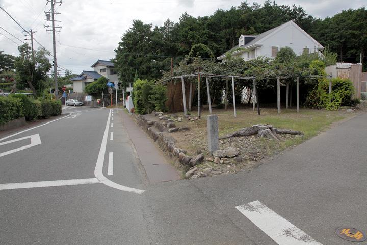 長山の石柱道標付近