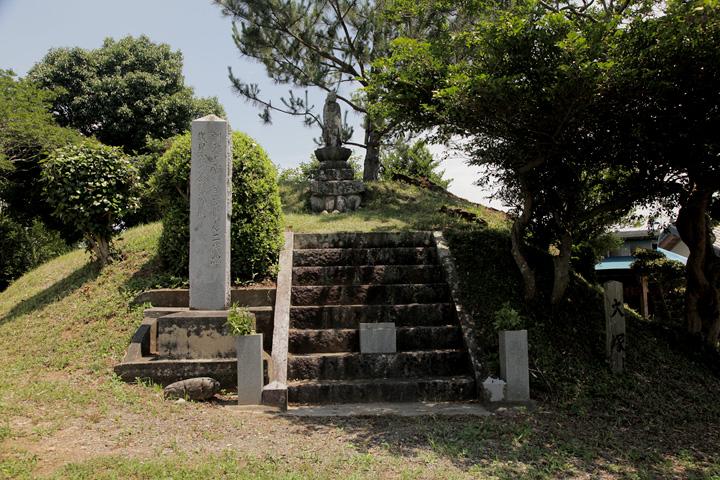 信玄塚「大塚」武田軍の戦死者を弔う