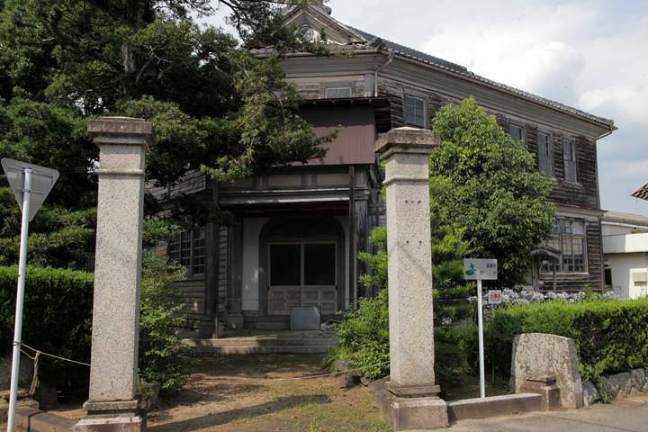 旧明村役場庁舎(国の登録有形文化財)