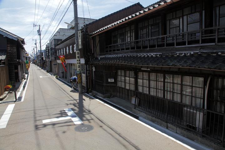 一身田寺内町を囲む「環濠」