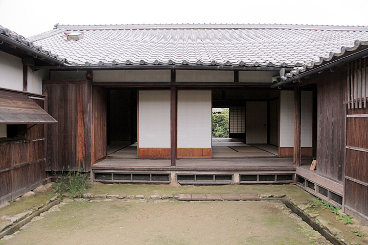 旧松坂御城番屋敷中庭