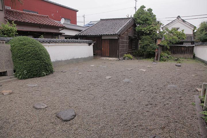 宣長の長男、春庭の家屋と本居家の土蔵