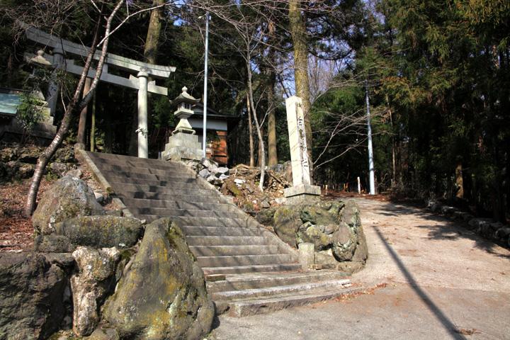 白鳥神社と東海遊歩道(養老町上方)