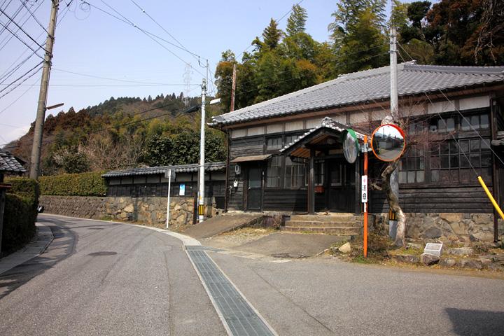 東五井家の一角にある郵便局跡の建物