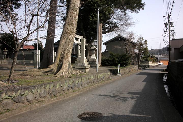 素盞鳴神社前の伊勢街道