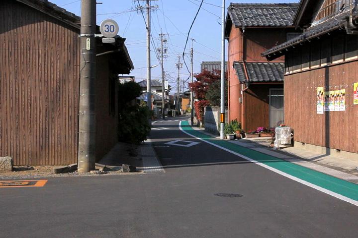 正信寺前の枡形と道標
