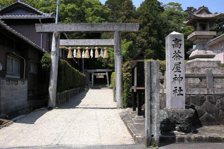 高茶屋神社と常夜灯