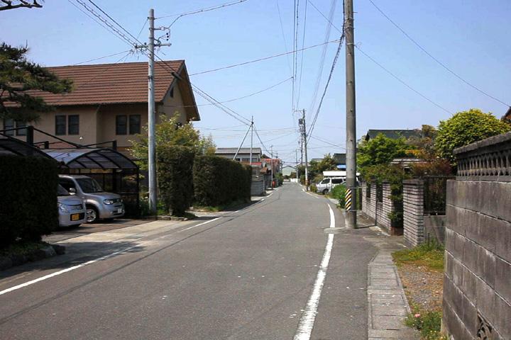 島貫を行く街道