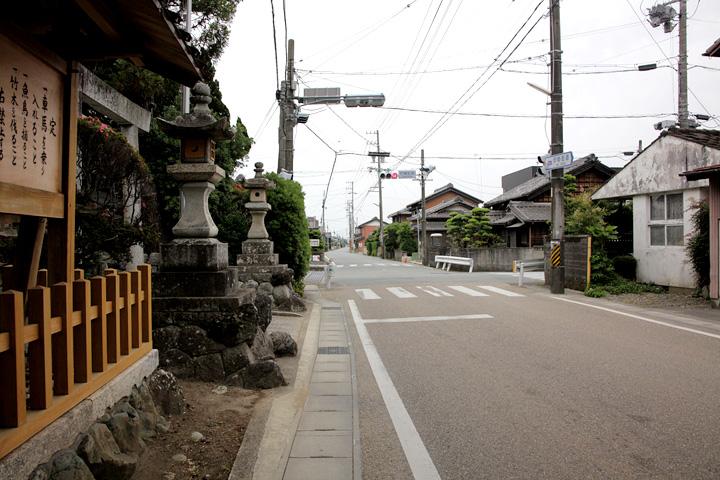 竹神社前の伊勢街道