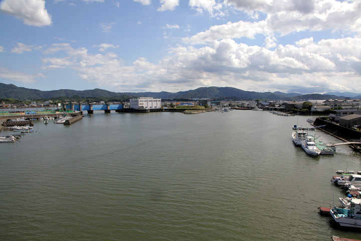 勢田川河口と勢田川防潮水門