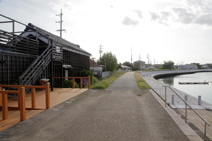 二軒茶屋川の駅