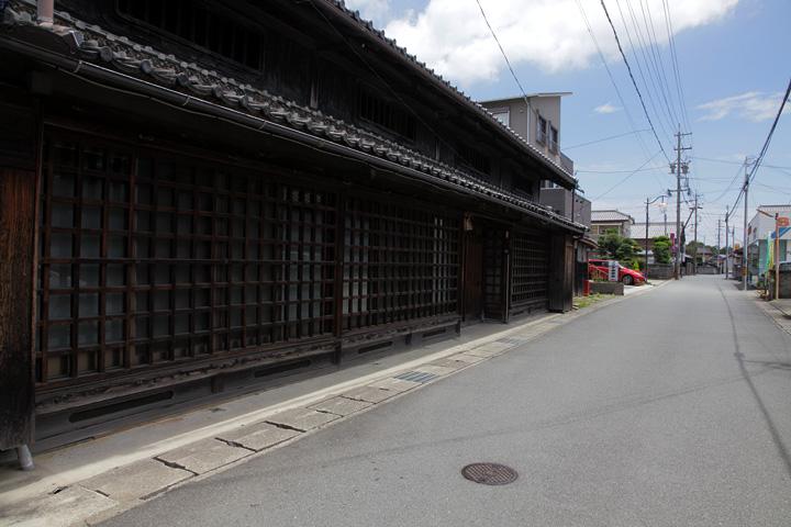 祓川 虫籠窓が残る格子の町家 屋号「丸吉」