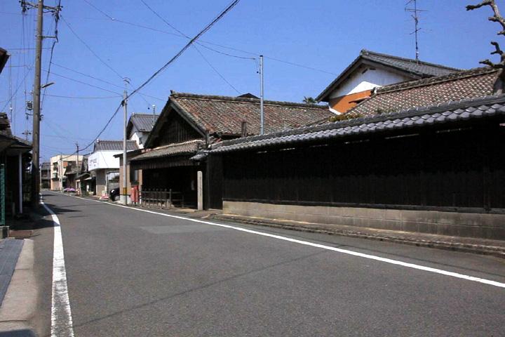 松浦武四郎生家跡前の伊勢街道