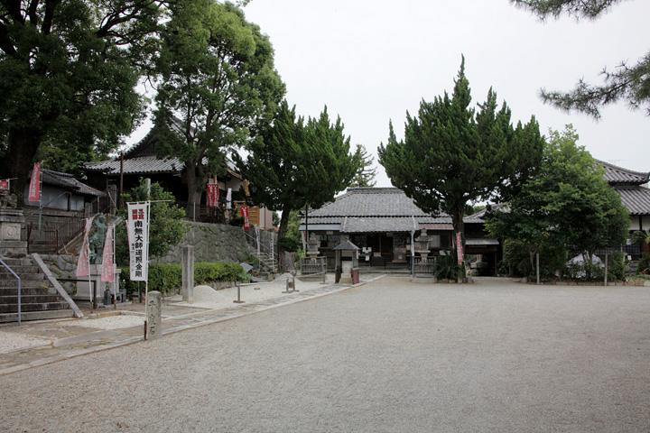 竜泉寺 山門は桃山時代に建てられたもの