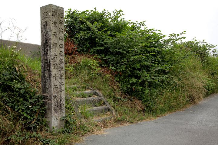 道標 かつて櫛田川の渡し場があった所