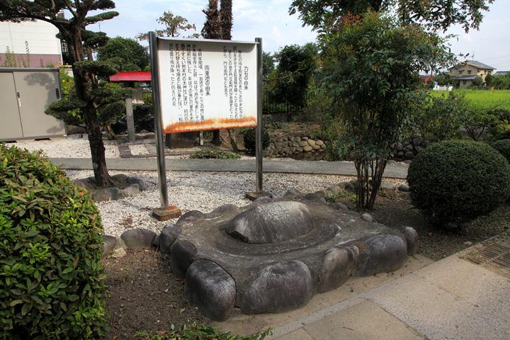 龍神社前 力石