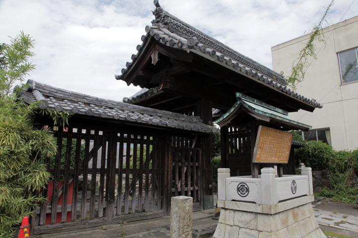 専修院東門 犬山城にあった7つの門のうちのひとつ矢来門(形は高麗門)