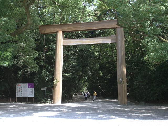 熱田神宮正門(南、美濃路はこの正門を左へ曲がる)
