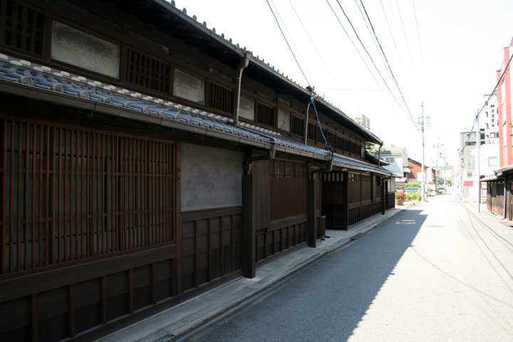 四間道の東、堀川沿いの伊藤家住宅