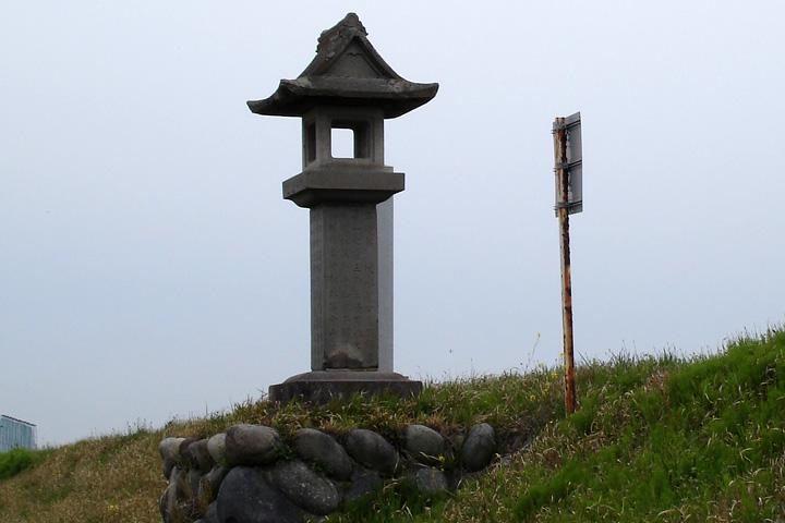 起渡船場石灯台