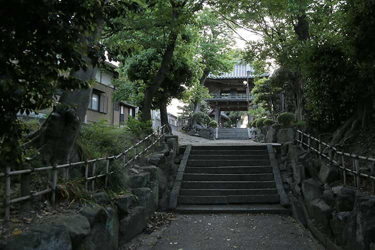 越境寺(おつきょうじ)山門