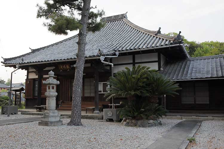 越境寺(おつきょうじ)本堂