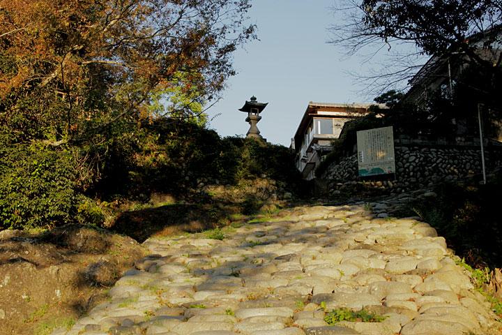 新村湊石畳