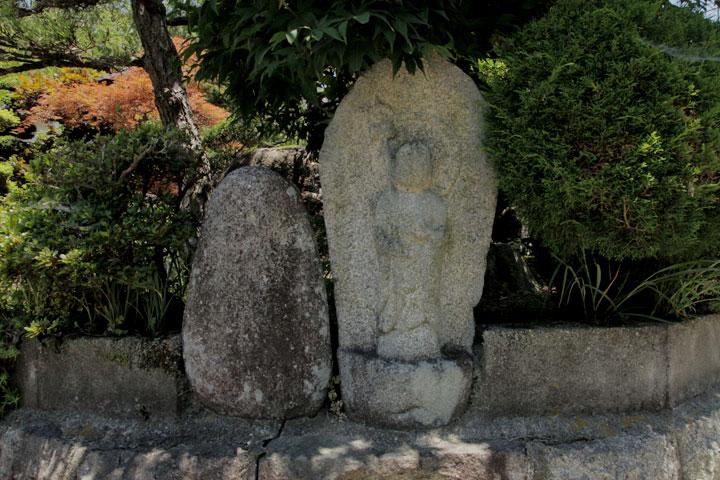 茄子川の石仏