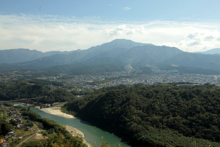 木曽川と中津川市街