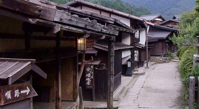 妻籠宿寺下の町並み
