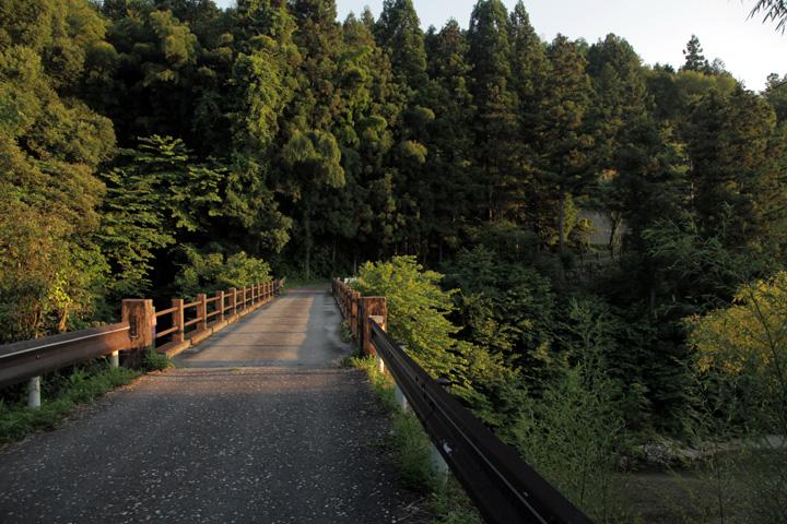 落合川を渡り十曲峠へ