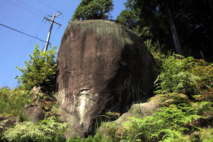 女男岩- 苗木藩の藩主は、立派な世継ぎを授かることを願ってこの岩を女男岩と名づけた