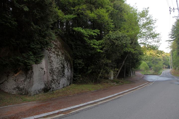 大湫の二つ岩