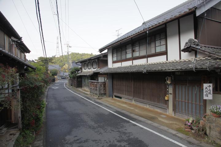 神明神社前から脇本陣方向を見る